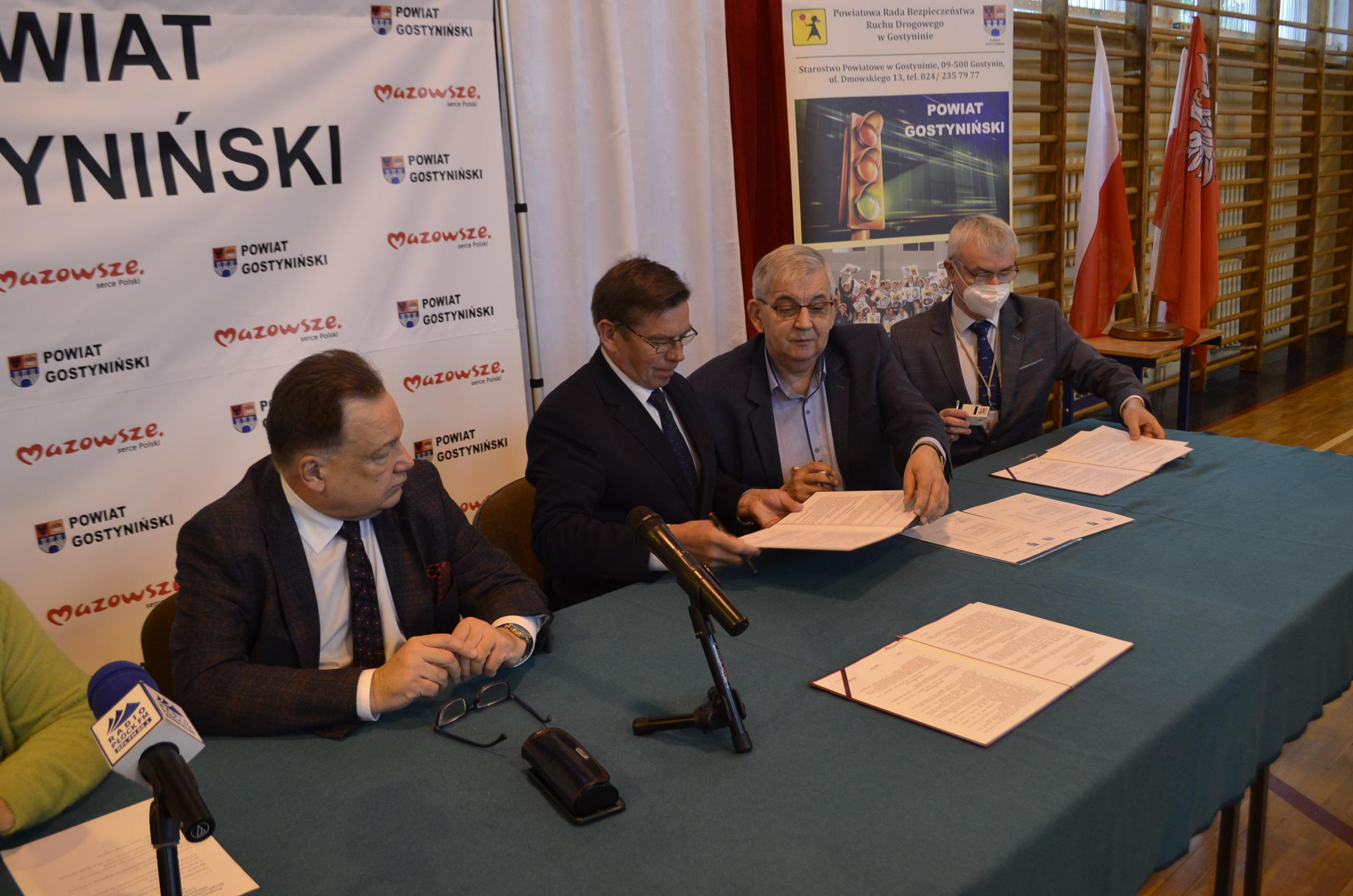 Podpisanie dokumentów tworzących Młodzieżowe Centrum BRD.