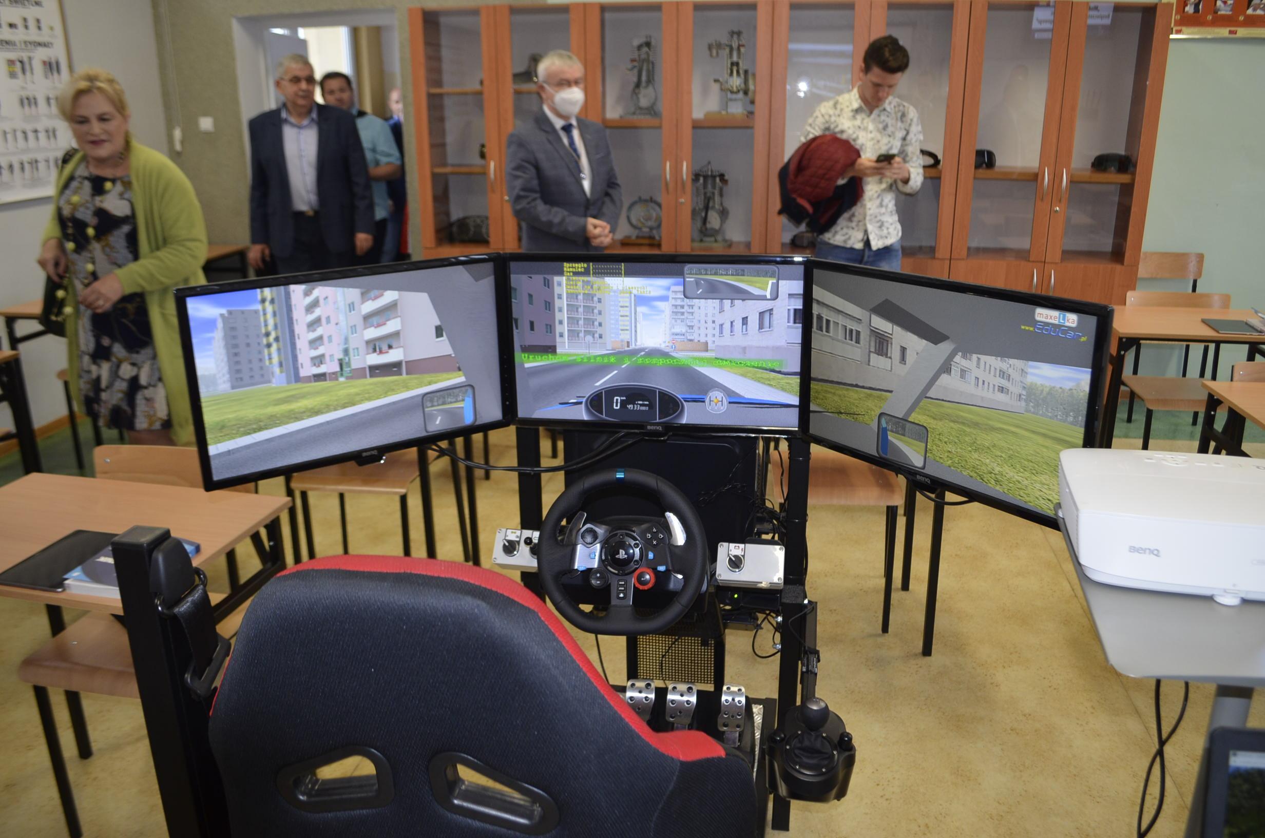 Symulator do nauki jazdy dla uczniów zamierzających uzyskać prawo jazdy